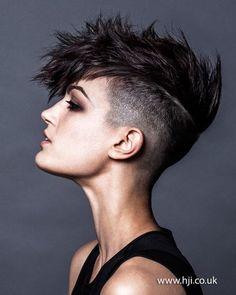 New Haircut Inspiration 2018 Men Short Ideas Pelo Mohawk, Undercut Mohawk, Short Hair Mohawk, Womens Mohawk Hairstyles, Short Hair Cuts Shaved, Short Undercut Hairstyles, Shaved Sides Pixie, Pixie Mohawk, Short Punk Hair