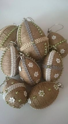 Easter Egg Crafts, Easter Projects, Jute Crafts, Diy And Crafts, Coconut Decoration, Art Quilling, Easter Egg Designs, Quilling Christmas, Flower Rangoli