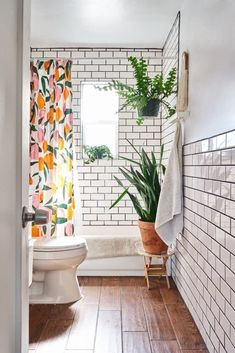 Heres the easiest way to make a small bathroom feel enormous apartment therapy main modern wohnkultur diy creative holz schwarz hausnummer homedecor Bathroom Interior, Home Interior, Bathroom Layout, White Bathroom, Bathroom Designs, Bathroom Remodeling, Bathroom Wall, Bathroom Shelves, Bathroom Colors