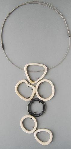 Contemporary New Zealand Jewellery by Elfi Spiewack