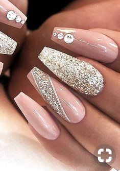 The advantage of the gel is that it allows you to enjoy your French manicure for a long time. There are four different ways to make a French manicure on gel nails. Aycrlic Nails, Bling Nails, Swag Nails, Cute Nails, Pretty Nails, Bling Nail Art, Manicure, Coffin Nails, Fail Nails