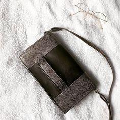 Émilie sur Instagram: J'ai inauguré ma superbe machine en cousant un sac Cachôtin de chez @patrons_sacotin . Je suis absolument fan du modèle, de ce rabat qui…