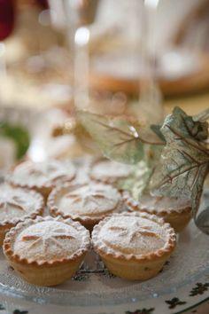 Mini piték muffinformában - teteje pohár ajával mintanyomattal díszítve ...
