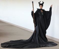 Replica Props Forum user mdb fell head over heels for the live-action Maleficent costume. Maleficent Cosplay, Malificent Costume, Maleficent Halloween Costume, Maleficent 2014, Maleficent Movie, Halloween Costumes, Halloween Stuff, Diy Halloween, Nerd Costumes