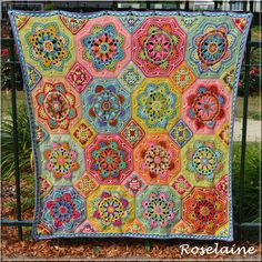 Persian Tiles Eastern Jewels: Elle est finie! :) #crochet #häkeln #haken #virka #hekle #persiantiles #easternjewels #diy #yarn #stylecraft #blanket #couverture #wool