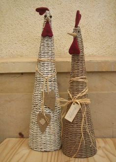If you are a super fan of using newspaper for crafting you are going to adore this ultimate list of newspaper craft ideas. Crafts To Sell, Diy And Crafts, Diy Paper Bag, Diy Y Manualidades, Chicken Crafts, Paper Weaving, Newspaper Crafts, Egg Art, Paper Basket