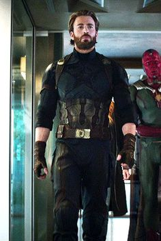 mcavoys:CHRIS EVANSas Captain America inAvengers: Infinity...