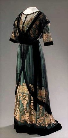 black, green and gold dress by Madame Percy, Via The Museum at FIT.Beautiful black, green and gold dress by Madame Percy, Via The Museum at FIT. Edwardian Clothing, Edwardian Dress, Antique Clothing, Historical Clothing, Edwardian Era, 1920 Clothing, Victorian, 1900s Fashion, Edwardian Fashion