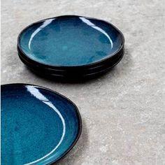 Je zet de mooiste en lekkerste desserts op tafel met dit prachtige bord van Serax. Het Aqua dessertbord heeft een compact formaat zodat ijs, gebak en vers fruit er mooi op passen. Bovendien is het materiaal geschikt voor in de magnetron!