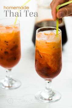 Thai Bubble Tea Recipe and Best Boba Thai Tea Recipe. Thai Bubble Tea Recipe that's a combination of thai iced tea with bubble tea. Thai Tea Recipes, Iced Tea Recipes, Thai Iced Tea Mix Recipe, Drink Recipes, Asian Recipes, Summer Drinks, Fun Drinks, Healthy Drinks, Beverages