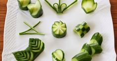 こんばんは。野菜ソムリエのティポです。 キュウリ と向き合う機会が多いこの頃。 キュウリってもしかして一番 飾り切り のバリエーションがあるのでは? と思い、代表的な飾り切りをやってみました。 ざっと挙げただけでもこんなに! 緑と白のコントラストが...