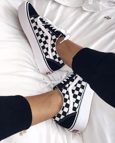 Vans platform sneakers / vans checkered sneakers inspo / vans old skool platform sneakers / sneaker inspo / love for sneakers / lace up sneakers Sneakers Vans, Moda Sneakers, Platform Sneakers, Sneakers Fashion, Fashion Shoes, 90s Fashion, Vans Shoes Outfit, Tumblr Sneakers, Sneakers Workout