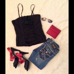 """Miss Me Irene   Gorgeous Miss Me size 25. Irene style. straight. Excellent like new condition, worn only a few times. Please ask questions about item you need   Please check out my closet  MissLela has your ❤️ ❤️ """"BundleLove """"♥️ ♥️ Miss Me Jeans Straight Leg"""
