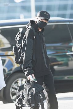 Jungkook Oppa, Foto Jungkook, Maknae Of Bts, Kpop Fashion, Korean Fashion, Fashion Outfits, Airport Fashion, Busan, Rapper