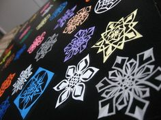 Amazing hand cut paper snowflakes! Cut Paper, Paper Cutting, Paper Snowflakes, School, Amazing, Cards, Papercutting, Cut Outs, Maps