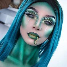 medusa mermaid green blue sexy glam halloween makeup ideas inspo inspiration looks Medusa Halloween, Halloween Makeup Looks, Halloween Make Up, Halloween Costumes, Medusa Make-up, Looks Pinterest, Fantasy Make Up, Creative Makeup Looks, Special Effects Makeup