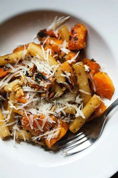 10 Most Misleading Foods That We Imagined Were Being Nutritious! Harvest Pasta With Butternut Squash, Sage, And Pine Nuts - Free Recipe Below Nutritious Snacks, Healthy Foods To Eat, Healthy Eating, Cheap Clean Eating, Clean Eating Snacks, Butternut Squash Pasta, Squash Soup, Vegetarian Recipes, Healthy Recipes