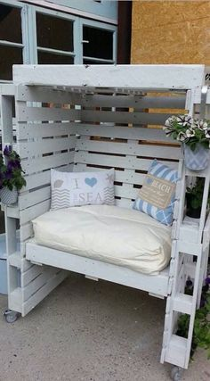 Pallet Outdoor Furniture Enclosed Seating Area with Cushions for Comfort - Outdoor pallet furniture ideas help you make your backyard into an outdoor living area that you can enjoy with your family. Find the best designs! Wooden Pallet Projects, Pallet Crafts, Diy Crafts, Pallet Garden Furniture, Furniture Decor, Furniture Layout, Furniture Projects, Furniture Design, Diy Projects