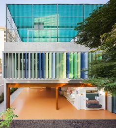 1 of 13 from gallery of School in Alto de Pinheiros / Base Urbana + Pessoa Arquitetos. Photograph by Pedro VannucchiImage 1 of 13 from gallery of School in Alto de Pinheiros / Base Urbana + Pessoa Arquitetos. Photograph by Pedro Vannucchi Colour Architecture, Architecture Images, Cultural Architecture, Education Architecture, Facade Architecture, School Architecture, Beacon School, Elementary Schools, Primary School
