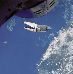 Synnyin tiistaina 17.5.1966. Tuolloin ihmiset olivat jo valloittaneet lähiavaruuden. USA:ssa uutisoitiin Gemini-ohjelman uusista saavutuksista.
