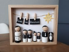 Fantastic beautiful family in a beautiful linked list! Custom made by Poppenhu . Fantastic beautiful family in a beautiful linked list! Wood Peg Dolls, Clothespin Dolls, Wood Toys, Wood Crafts, Diy And Crafts, Crafts For Kids, Decor Crafts, Cadeau Baby Shower, Diy Bebe