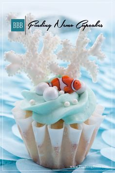 Finding Nemo Cupcakes | Big Bang Bites | bigbangbites.com | Tropical cupcakes with white chocolate buttercream frosting decorated with Nemo, chocolate coral, and candy pearls.