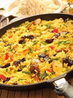 Dotatevi di un wok o, ancor meglio, di una paellera per questo piatto spagnolo famosissimo: la Paella alla valenciana non è mai stata così buona! #paellavalenciana