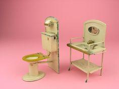 Kleine Blechtoilette und Blechwaschbecken für die Puppenstube - 20er Jahre