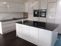 Weiße Hochglanz Küche, Lack, hochglänzende Küchen-Fronten, Fronten, Design, Idee Foto: Küchen&Lounge