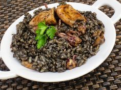 arroz negro -- squid / octopus / cuttlefish in its own ink No Salt Recipes, Rice Recipes, Salad Recipes, Cooking Recipes, Healthy Recipes, Happy Foods, Kitchen Dishes, Spanish Food, Seafood Dishes
