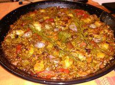Arroz al horno con conejo y verduras Andalusia, Malaga, Chicken Salad, Grilled Chicken, Rice, Ethnic Recipes, Strawberries, Spinach, Saints