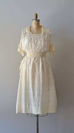 Ever Lovely silk dress / vintage Edwardian wedding by DearGolden Dresses For Teens, Trendy Dresses, Nice Dresses, Edwardian Fashion, Vintage Fashion, Edwardian Era, Vintage Dresses, Vintage Outfits, Vintage Clothing