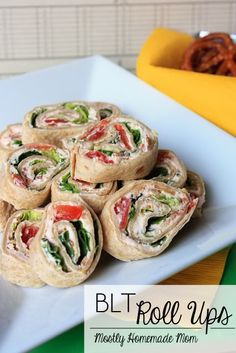 BLT Roll Ups ~ This amazingly easy appetizer blends cream cheese, mayo, bacon, tomatoes, and lettuce in sliced wraps for a fresh take on the classic BLT! Fresh chopped broccoli and spinach work well to replace lettuce! Finger Food Appetizers, Appetizers For Party, Appetizer Recipes, Dessert Recipes, Beach Appetizers, Yummy Appetizers, Blt Roll Ups, Beste Burger, Snacks Für Party