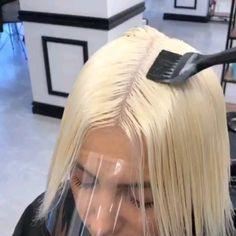 hair highlights videos Hair transformation by Beautiful with an amazing outcome of grey hair! Short Blonde Curly Hair, Dark Blonde Hair Color, Gray Hair Highlights, Short Grey Hair, Curly Hair Styles, Grey Hair Video, Silver Grey Hair, Hair Color Techniques, Magic Hair