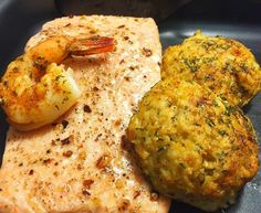 Salmon, Crab Cakes and Shrimp!!! #salmon #crabcakes #crab #shrimp #broiled #Fish #shellfish #crustacean #nocarb #healthy #lowcarb #protein #yum #yummy #yummyinmytummy #instafood #food #foodie #foodporn #tasty #delicious