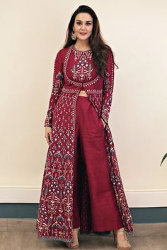 Preity Zinta wearing the Raga suit from Anita Dongre Preity Zinta wearing the Raga suit from Anita Dongre Picture: Anita dongre website Indian Designer Suits, Indian Fashion Designers, Indian Wedding Outfits, Indian Outfits, Top Fashion, Fashion Usa, London Fashion, Kurta With Pants, Indian Gowns Dresses