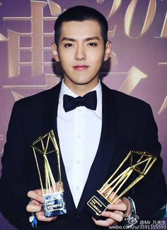 Kris accepts the honor of two 'Weibo Awards' | allkpop