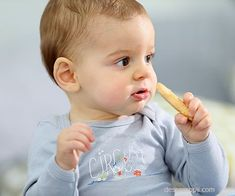 Looking for finger foods for babies without teeth? Read more to find out the list of 15 such delicious and nutritious food names and recipes to try out. Toddler Meals, Kids Meals, Baby Dishes, Baby Kids, Baby Boy, Baby Finger Foods, Food Names, Nutritious Meals, Healthy Drinks