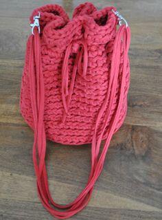 Blog sobre cosas bonitas hechas de ganchillo, como amigurimis, bolsos, monederos, cestos, bufandas, gorros y chales.