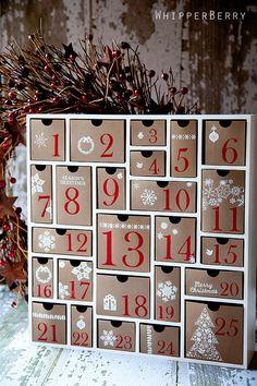 Adoramos essa ideia de gavetinhas para o Calendário de Advento.                                                                                                                                                                                 Mais