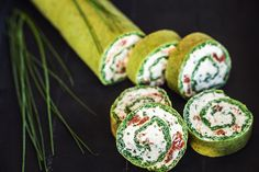 Špenátová roláda bez mouky//spinach roll without flour Spinach Rolls, Sushi, Food And Drink, Treats, Snacks, Cooking, Ethnic Recipes, Sweet Like Candy, Kitchen