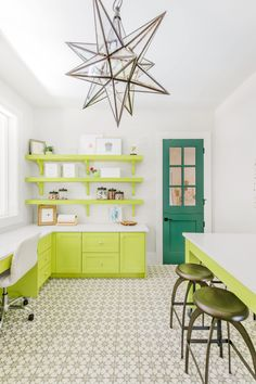 Go Green With These Beautiful Kitchen Cabinet Colors green kitchen cabinets Lime Green Kitchen, Green Kitchen Decor, Kitchen Decor Themes, Vintage Kitchen Decor, Home Decor, Kitchen Ideas, Above Kitchen Cabinets, Kitchen Cabinet Colors, Cabinet Decor