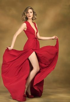 Burcu Uniciks Stil, Haare und Make-up - Frauen - Prominente Yellow Hair, Evening Dresses, Formal Dresses, Turkish Beauty, Women Legs, Lady In Red, Celebs, Actresses, Womens Fashion