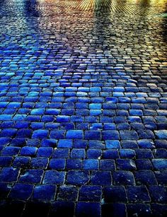 Piazza Navona in Campo Marzio, Rome. Love the saturated color in this (I've been to piazza Navona, I don't ever remember it looking like this! Azul Indigo, Bleu Indigo, Mood Indigo, Azul Anil, Piazza Navona, Foto Art, Blue Aesthetic, Color Azul, Oeuvre D'art