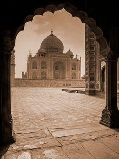 Canvas-taulu Taj Mahal Agra Intia Seepia 3928   Finnish Art Shop Agra, Taj Mahal, Showroom, Canvas, Building, Shop, Travel, Tela, Buildings