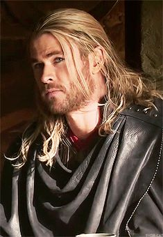 Hooray for more Thor imagines! Frankly the idea of Thor being really protective and making the reader grumpy in the. Chris Hemsworth Thor, Chris Hemsworth Movies, Marvel Characters, Marvel Heroes, Marvel Movies, Marvel Avengers, Snowwhite And The Huntsman, Hemsworth Brothers, Man Thing Marvel