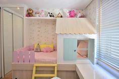 Projeto lindo da BG Arquitetura, inspiração para quarto de meninas.      https://www.vivadecora.com.br/foto/158334/quarto-menina-com-cama-com-cerca-rosa Relacionado