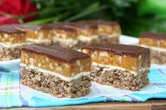 miremirc...bucataria in imagini: Prajitura Snickers Sweets Recipes, Just Desserts, Baby Food Recipes, Cake Recipes, Food Baby, Snickers Dessert, Snickers Cake, Romanian Desserts, Romanian Food