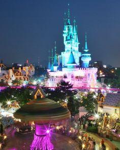 Lotte World de Noche. La versión Coreana de Disney World. Seúl, Corea del Sur.
