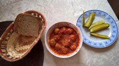 Co dziś na obiad?: Mięsne klopsiki w sosie pomidorowym.
